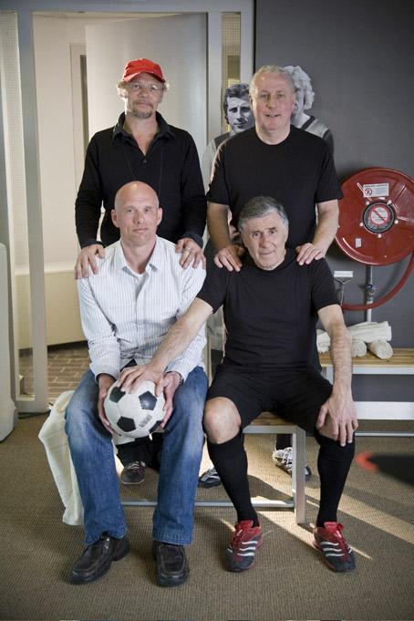Met de klok mee: regisseur Ramon Gieling, rechtsback Dick Schneider, rechtsbuiten Sjaak Swart en linksbuiten Robbie de Wit. FOTO BOB BRONSHOFF