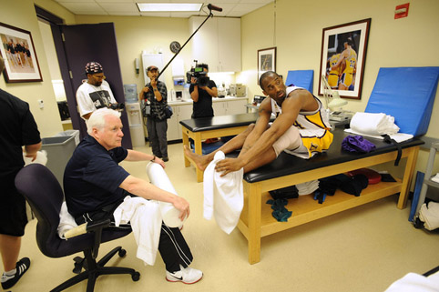 Spike Lee en Kobe Bryant in de kleedkamer van de LA Lakers.