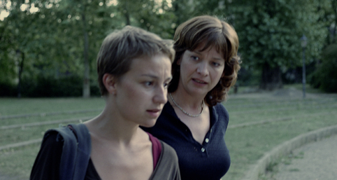 Anamaria Marinca en Kerry Fox in The Tribunal van Hans-Christian Schmid
