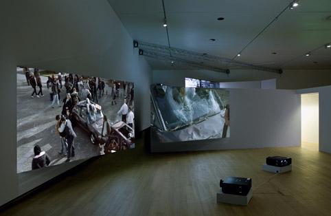 COMMUNITAS van Aernout Mik. T/m 25/8 in het Stedelijk Museum ...