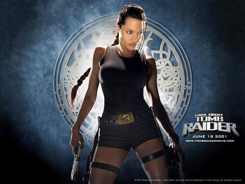 Lara rent, vecht, tuimelt, schiet en kreunt