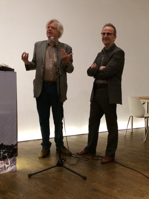 Regisseur Ate de Jong ontvangt eerste exemplaar Filmjaarboek 2013