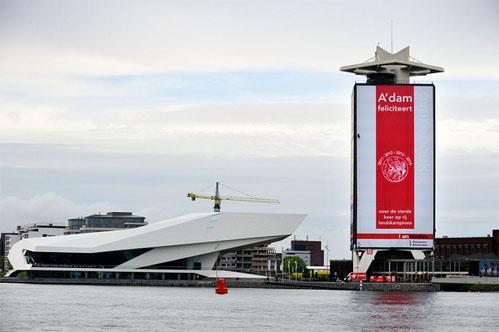 Gemeente feliciteert Ajax met antiek logo