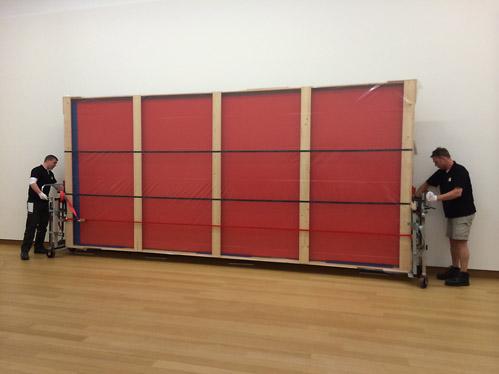 Who's Afraid of Red, Yellow and Blue III hangt weer in het Stedelijk. Met wat vertraging…