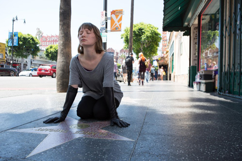 "Mia Wasikowska over David Cronenbergs satire Maps to the Stars: ""De druk in Hollywood is immens"""