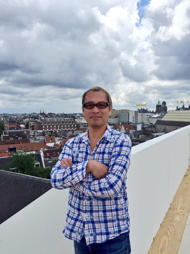 Japanse kunstenaars Taturo Atzu gunt Amsterdammers ander perspectief op de stad