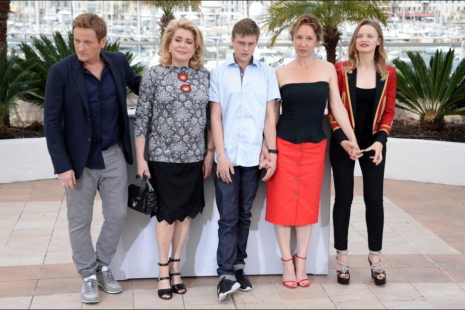 Benoit-Magimel-Catherine-Deneuve-Rod-Paradot-Emmanuelle-Bercot-et-Sara-Forestier-a-Cannes-le-13-mai-2015