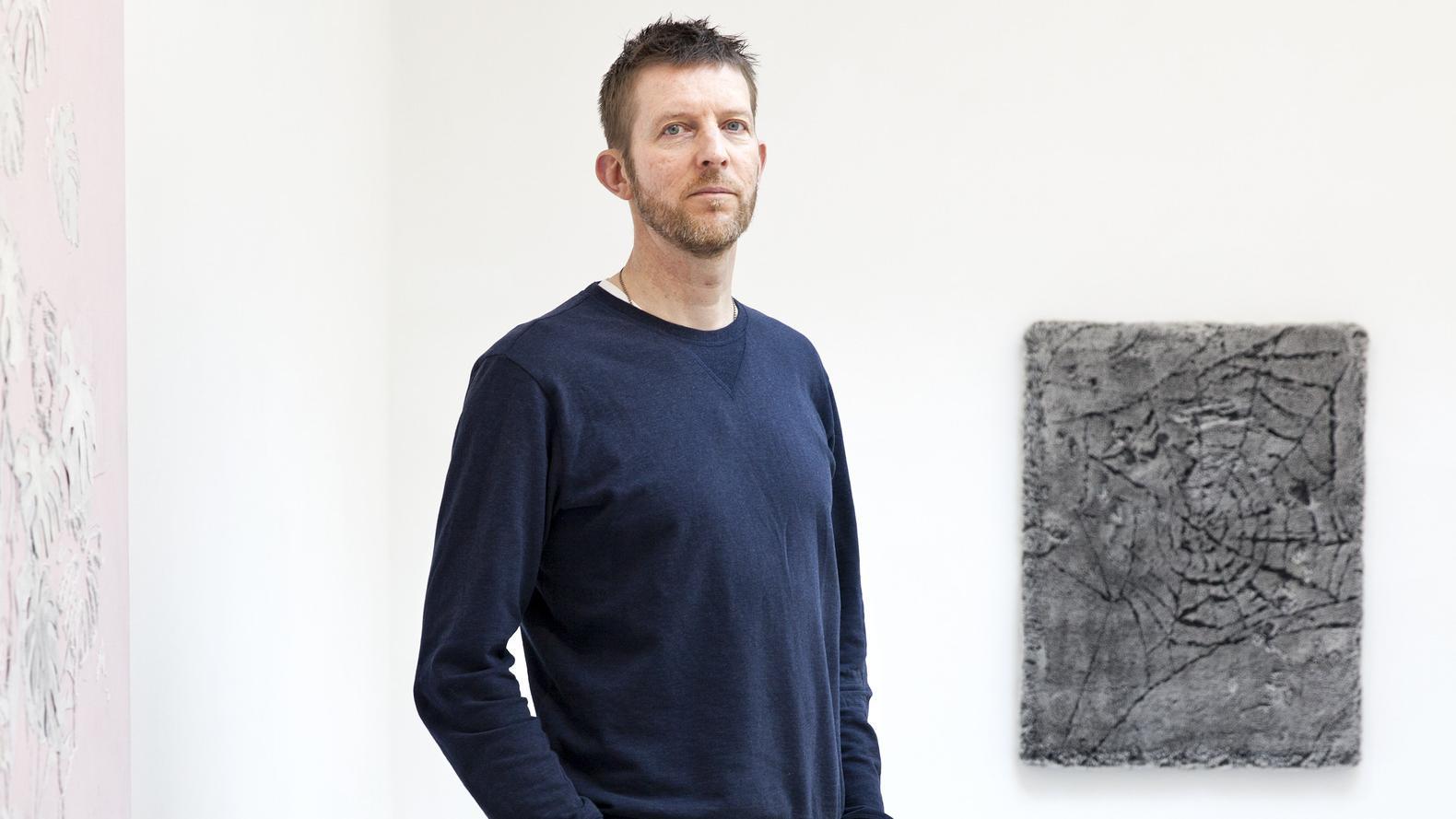 """Michael Raedecker over zijn tentoonstelling Camouflage: """"Ik toon iets en tegelijkertijd verhul ik iets"""