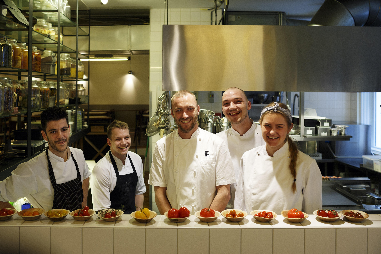Nederland,Amsterdam, 2016 Restaurant Kaagman & Kortekaas, op het menu staat 'Cruijff' een gerecht bereidt met 14 soorten tomaat Foto: Bob Bronshoff