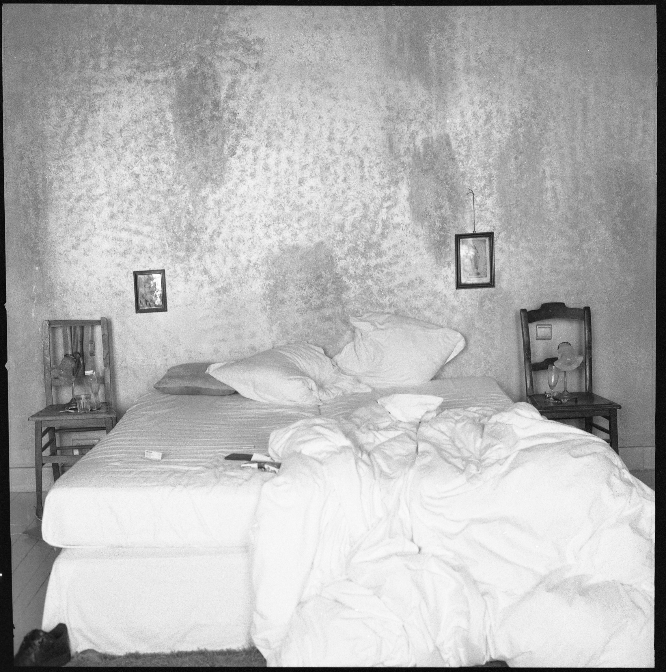 Gioia de Bruijn, Bed, Antwerp, Black and white Baryte print, 70 x 70 cm, 2016