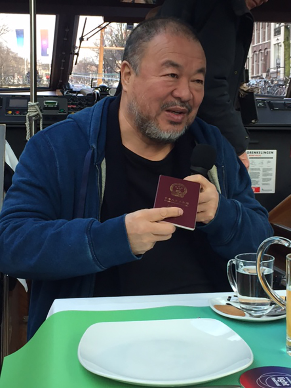 Ai Weiwei maakt fragiel, maar krachtig statement voor Amsterdam Light Festival