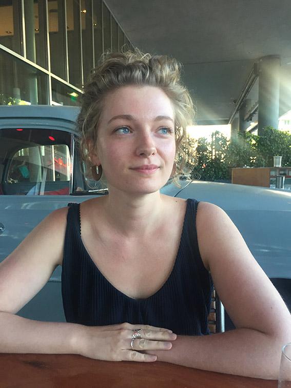 Laura Cnossen (24) maakte een fotoboek over Richard Klinkhamer, die in 1991 zijn vrouw vermoordde. 'Ik ben hem genuanceerder gaan zien'