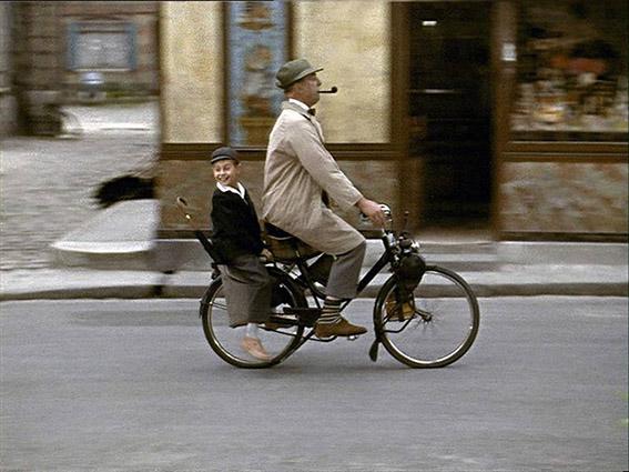 Ter ere van de zestigste verjaardag van Jacques Tati's filmklassieker Mon oncle maakte Yvonne Jagtenberg een prachtig, licht-subversief prentenboek.