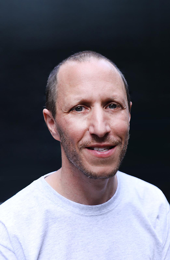 Micha Wertheim maakt kans op Amsterdamprijs voor de Kunst. Hij is sceptisch over prijzen, maar toch blij.